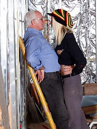 Buildingsite sex : She fucks the foreman hard right at the construction site