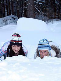 Snow Lesbians : Snow bunnies Ella and Christine makes a hot pair of lesbians