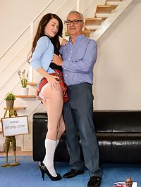 Upskirt view : I love short kilts on a schoolgirl. Especially when lifted