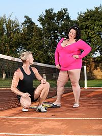 Shameless BBW : Fat meloned BBW cutie Viktorie sits on a guys face outdoors