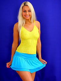 Jocelyn : Blonde teen cutie is gangbanged by boyfriend and his buddies