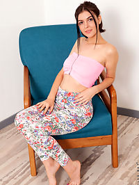 Nubiles.net - Rubbing The Clit added to Nubiles.net : Nubiles - Rubbing The Clit featuring Lettie Rin. Added On Jan 11, 2020 Description Lettie Rin is a fashionable cutie who rocks leggings and short tops on her tall frame. Shes got curves in all the right places, as youll see as she strips down to nothing and massages her boobies before slipping her hands lower. Let this horny young thing show you how she likes to work her clit until she climaxes.