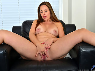 Anilos.com - Busty Brandii added to Anilos.com : Anilos - Busty Brandii featuring Brandii Banks. Added On Mar 12, 2020 Description Bigtit mommy Brandii Banks is a Canadian housewife with a fuck me attitude. She loves her huge boobs and firm ass, especially when she has the occasion to drop her clothes to the ground to show them off and then go to town playing with her cock craving bald cunt.