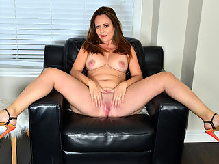 Busty Brandii : Bigtit mommy Brandii Banks is a Canadian housewife with a fuck me attitude. She loves her huge boobs and firm ass, especially when she has the occasion to drop her clothes to the ground to show them off and then go to town playing with her cock craving bald cunt.