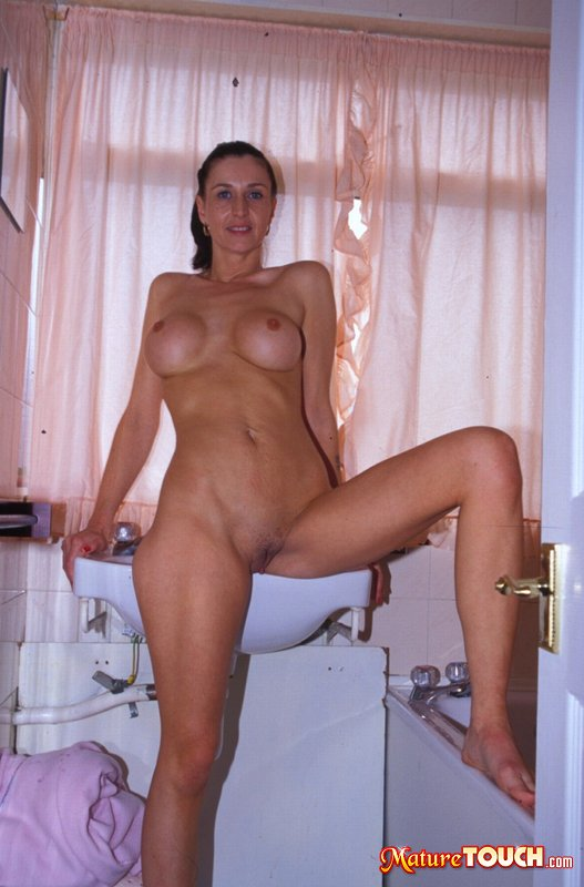 Sarah lieving nude pics